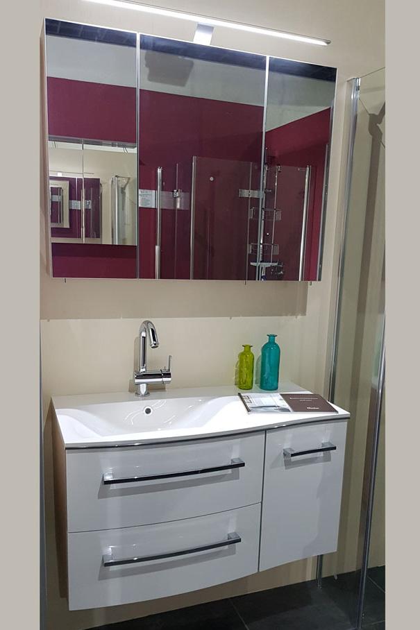 Waschtisch-weiß-spiegel-kueche-und-baeder-center